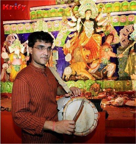 পুজোর বিসর্জনের ভীড় এড়িয়ে বিসর্জন দেখতে সর্দারজির ছদ্মবেশ সৌরভ গাঙ্গুলীর
