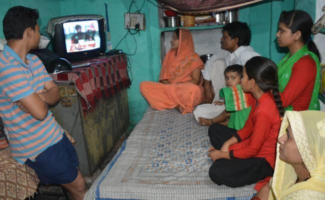 আইপিএল ২০১৮: টিভিতে ছেলের খেলে দেখে কেঁদে ভাসালেন বাবা-মা 1