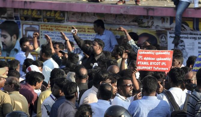 দক্ষিণের রাজনৈতিক বিবাদে শিকে ছিঁড়ল ইডেনের কপালে 3