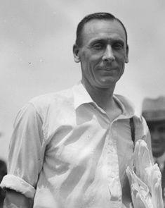 বিশ্বের একমাত্র ব্যাটসম্যান, যার নামে রয়েছে ১৯৯টি সেঞ্চুরি এবং ৬১৭৬০ রান 3