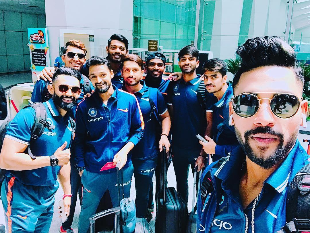 """ভিডিও : """"ধাড়াক"""" মুভির গানে ডান্স করলেন ভারতীয় 'এ' ক্রিকেট টিম! ভিডিও হলো ভাইরাল 6"""