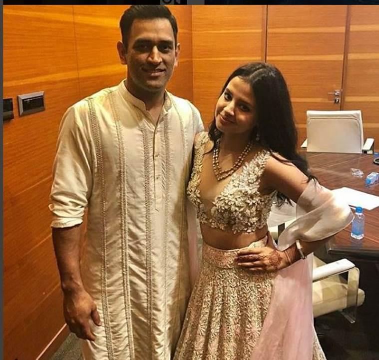 """ছবি: মুম্বাইয়ে সাক্ষী, জিভার সঙ্গে বিয়েতে যোগ দেন """"ক্যাপ্টেন কুল """" ধোনি 2"""