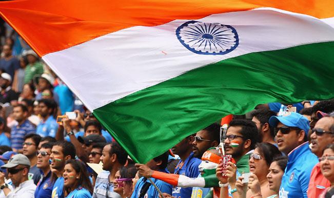ভারত বনাম অস্ট্রেলিয়া: তৃতীয় টেস্ট চলাকালীন ফিল্ডিং করার সময় বিরাট কোহলি ছোট্ট সমর্থককে দিলেন বহুমূল্য উপহার 2