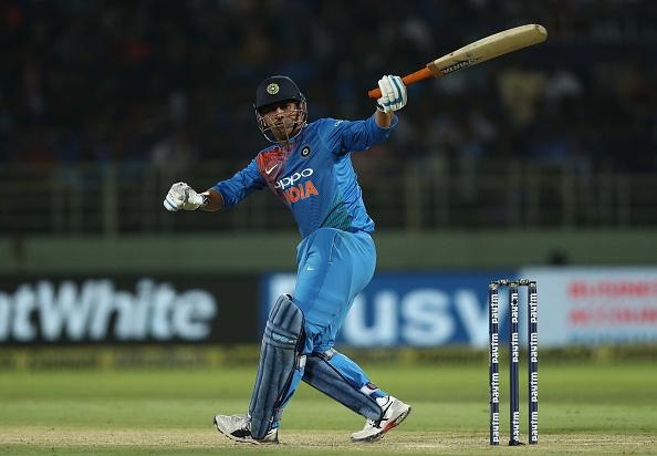 টি-২০ ক্রিকেটে ভারতীয় দল কেনও বয়ে বেড়াচ্ছে মহেন্দ্র সিং ধোনিকে, পরিসংখ্যান দেখলে দলে পাবেন না জায়গা