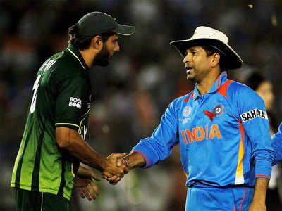 শচীন, ধোনি নয় শুধু মাত্র এই ভারতীয় ক্রিকেটারকে নিলেন পছন্দের দলে ! সেই বিষয়ে অবশেষে মুখ খুললেন আফ্রিদি 5