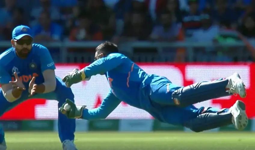 """বিরাটরা খুব """"ভাগ্যবান"""" যে তাদের দলে ধোনি রয়েছে, সম্প্রতি এমনটাই মন্তব্য করলেন এই প্রাক্তন ভারতীয় ক্রিকেটার ! 2"""