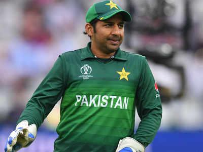 """দেশের এক ক্রিকেট ভক্ত প্রকাশ্যে বলেছেন """" মোটা শুয়োর """" ! এইবার সেই বিষয় মুখ খুললেন পাকিস্তান অধিনায়ক সরফরাজ আহমেদ 2"""