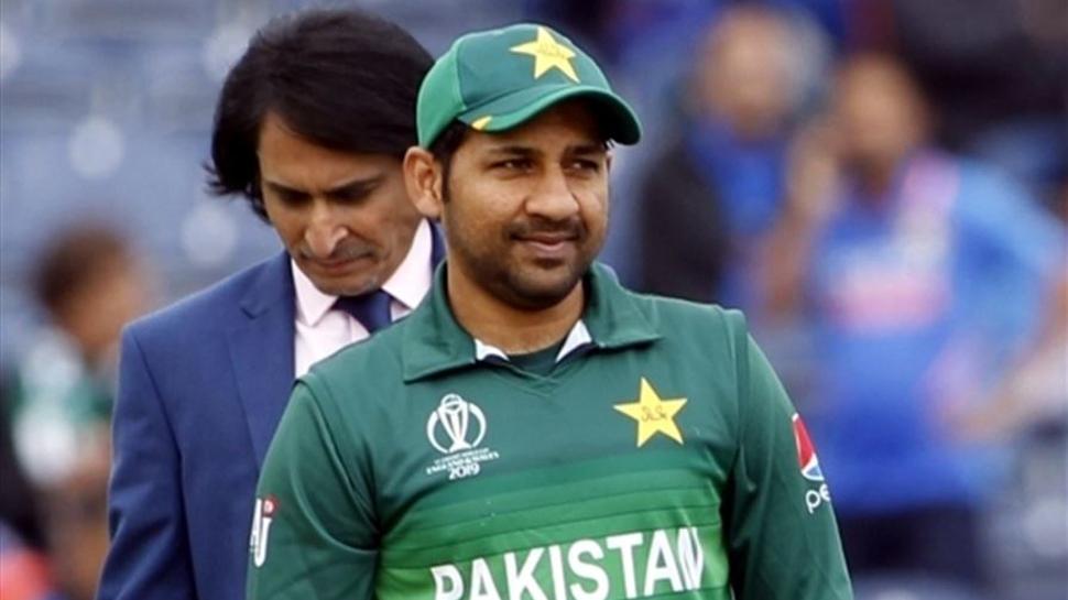 """দেশের এক ক্রিকেট ভক্ত প্রকাশ্যে বলেছেন """" মোটা শুয়োর """" ! এইবার সেই বিষয় মুখ খুললেন পাকিস্তান অধিনায়ক সরফরাজ আহমেদ 1"""