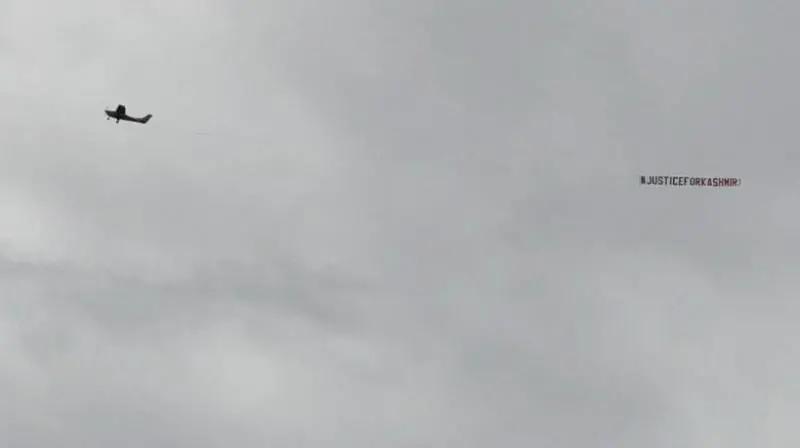 INDvsSL: ম্যাচে উড়ল 'ভারত নরসংহার বন্ধ করো, কাশ্মীর মুক্ত করো' ব্যানার, আইসিসি জারি করল বয়ান 1