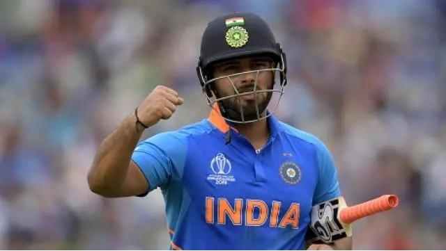 মহেন্দ্র সিং ধোনির অবসর না নেওয়ায় ভারতীয় ক্রিকেটের হচ্ছে এই তিন বড়ো লোকসান 3