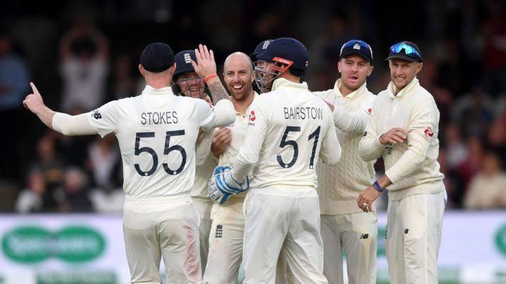 ASHES 2019 : ওল্ড ট্রাফোর্ড টেস্টে খেলছেন না ক্রিস ওক্স, দলে ঢুকলেন এই বোলার 3