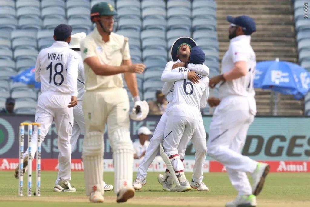 INDvsSA: দ্বিতীয় টেস্টে জয়ের দোড়গোড়ায় ভারতীয় দল, লাঞ্চ পর্যন্ত দক্ষিণ আফ্রিকার ৭৪/৪ রান 1