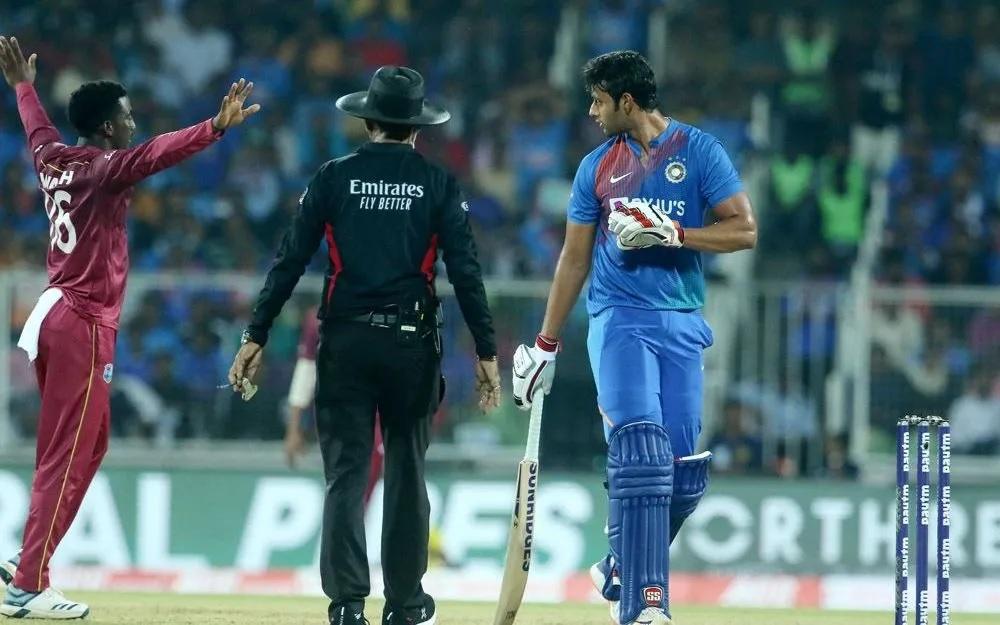 INDvsWI: বিরাট কোহলির এই ভুলের কারণে ওয়েস্টইন্ডিজ ভারতীয় দলকে ৮ উইকেটে হারাল 1