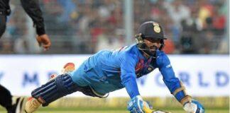 ৫জন ভারতীয় খেলোয়াড় যাদের এখন টেস্ট থেকে অবসর নিয়ে সীমিত ওভারের ক্রিকেটে মনোযোগ দেওয়া উচিত