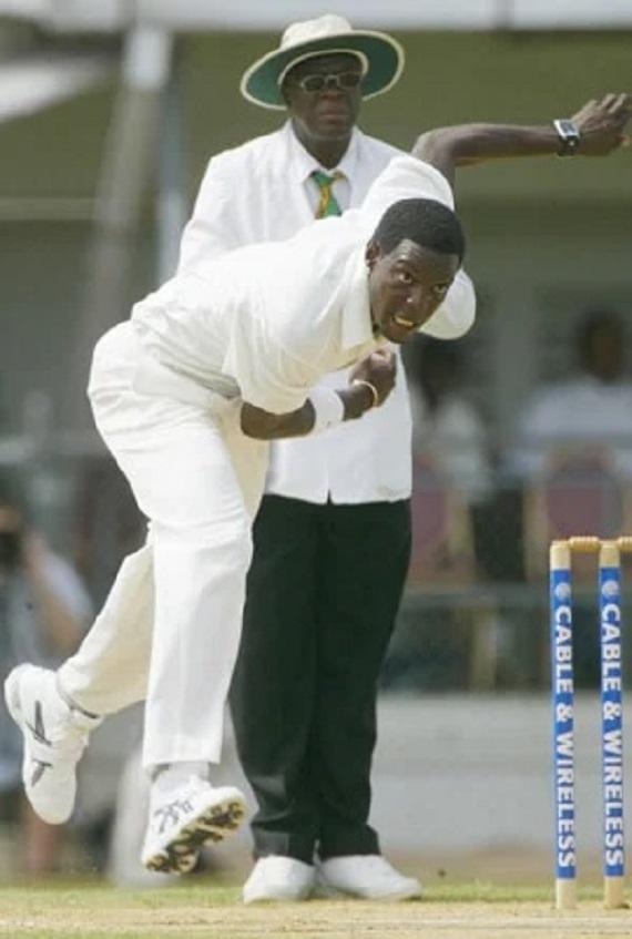 বিশ্বের একমাত্র বোলার যিনি টেস্টে এক ইনিংসে স্রেফ ৩ রান দিয়ে হাসিল করেছেন ৬ উইকেট 2