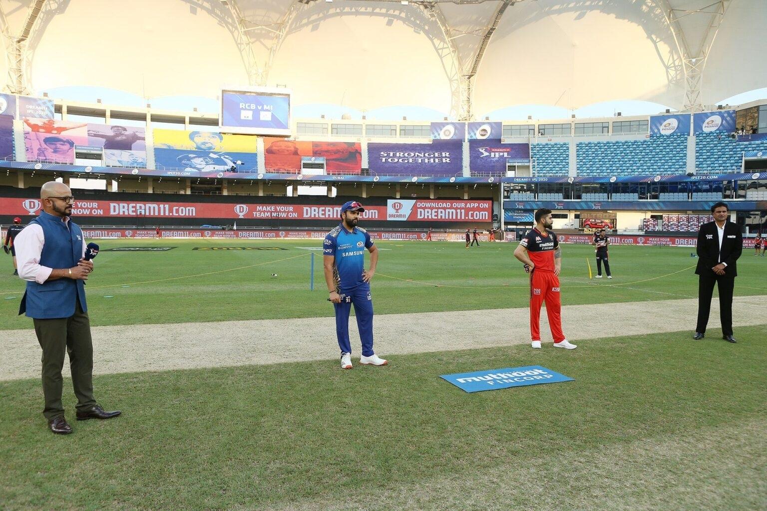 IPL2020: টস চলাকালীন এমন কিছু হলো যে দেখা গেলো বিরাট-রোহিতের মধ্যে ভাঙন দেখুন ভিডিও 1