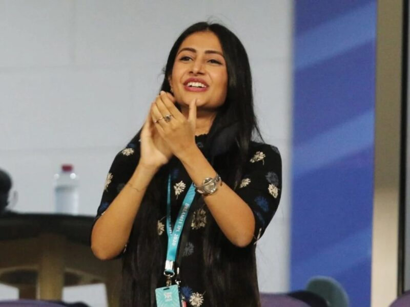 IPL2020: যজুবেন্দ্র চহেল করলেন দীনেশ কার্তিককে আউট, তো দেখার মতো ছিল ধনশ্রী বর্মার রিঅ্যাকশন 4
