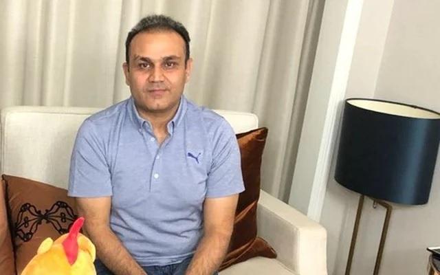 বীরেন্দ্র সেহবাগ আবারও করলেন জোরদার মজা, একে নিয়ে বললেন, 'হামে তো আপনো নে লুটা'