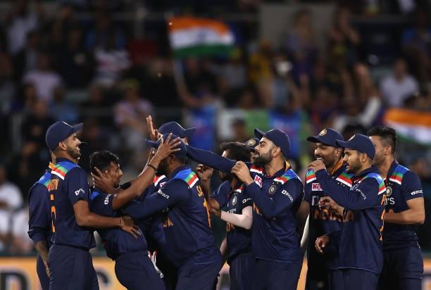 INDvsAUS: বিতর্কের মধ্যে প্রথম টি-২০ ম্যাচে ভারত পেল ১১ রানে জয় 6