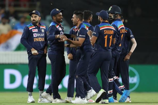 INDvsAUS: বিতর্কের মধ্যে প্রথম টি-২০ ম্যাচে ভারত পেল ১১ রানে জয় 2