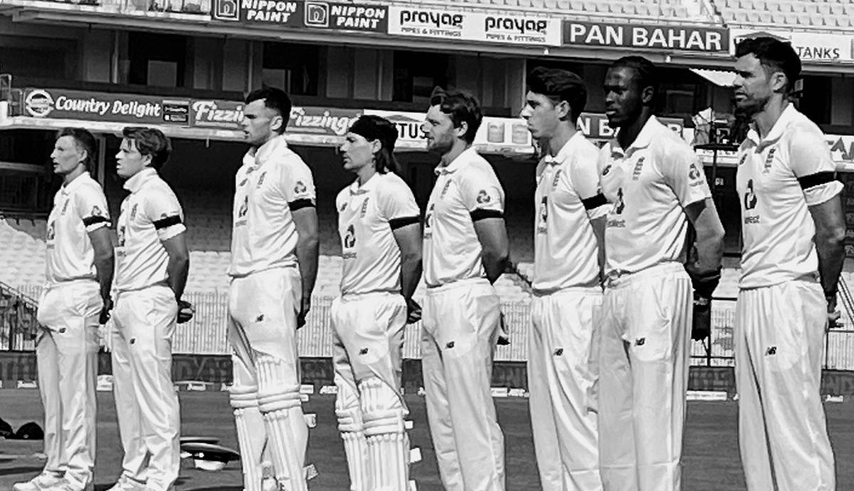 INDvaENG: এই কারণে প্রথম টেস্টে কালো ব্যান্ড পড়ে খেলছে ইংল্যান্ডের দল
