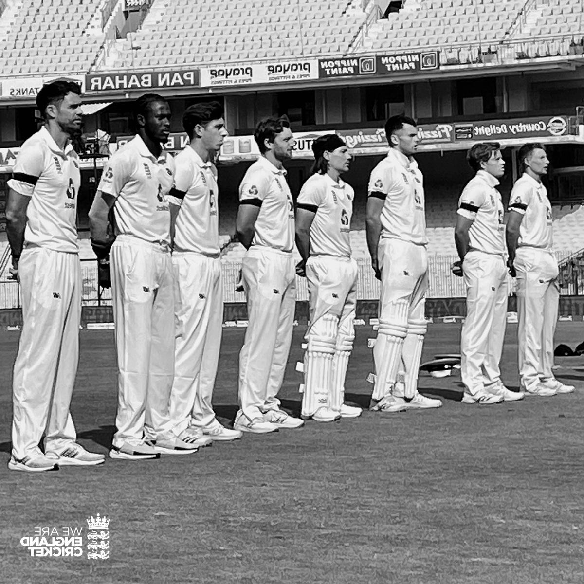 INDvaENG: এই কারণে প্রথম টেস্টে কালো ব্যান্ড পড়ে খেলছে ইংল্যান্ডের দল 2