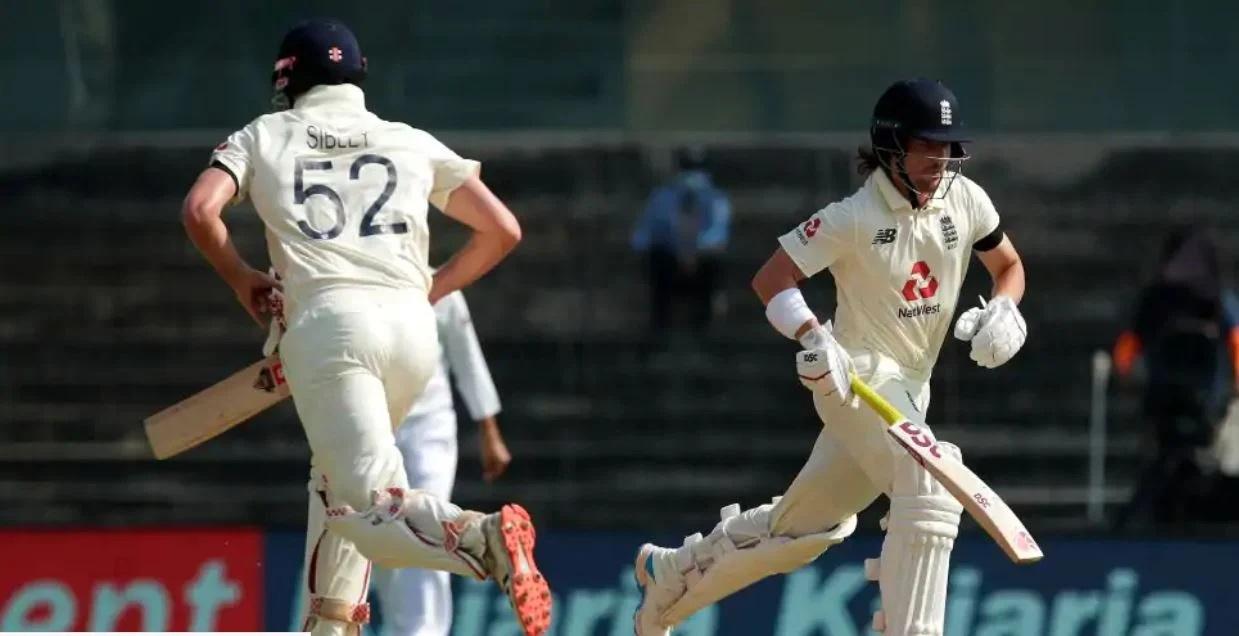 INDvaENG: এই কারণে প্রথম টেস্টে কালো ব্যান্ড পড়ে খেলছে ইংল্যান্ডের দল 3