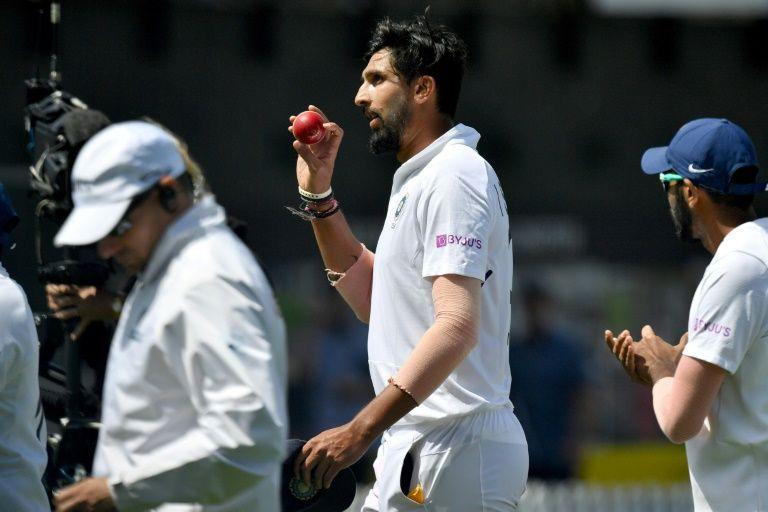 দেখুন : শততম টেস্ট খেলার সুবাদে এমন বিশেষ সম্মান পেলেন ইশান্ত, যা পাননি আর কোনও ভারতীয় ক্রিকেটার 2