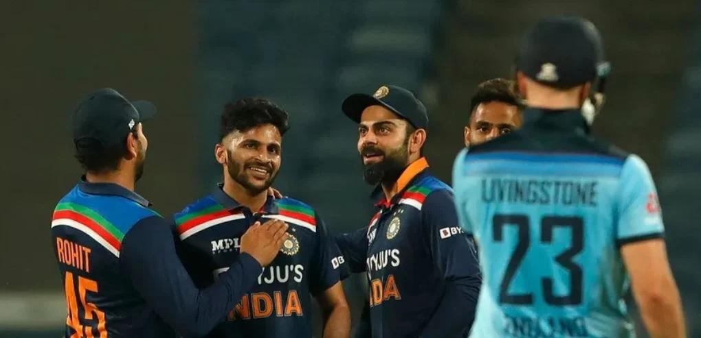 INDvsENG: ভারত নির্ণায়ক ম্যাচে ইংল্যান্ডকে হারাল ৭ রানে, রোহিত কোহলির এই বোঝাপড়ায় জিতল ভারত 1