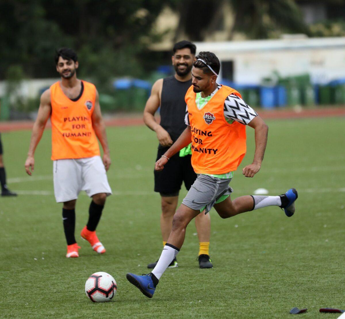 দেখুন : চোট সারিয়ে ধোনির সাথে ফুটবল খেলতে শুরু করে দিলেন শ্রেয়াস আইয়ার, হতবাক ক্রিকেট বিশ্ব 1