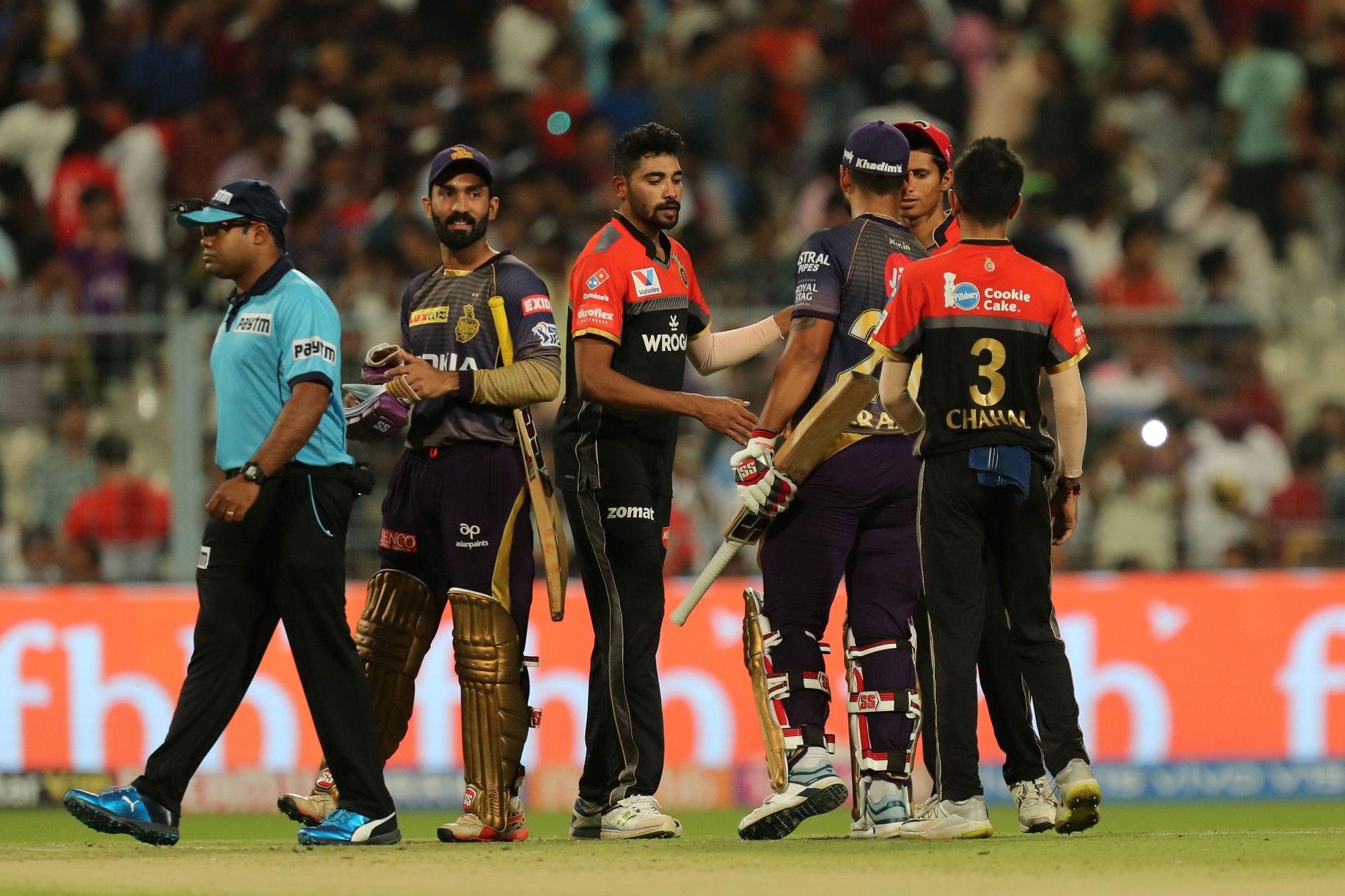 IPL 2021; KKR vs RCB: সুনীল নারাইন তার দুর্দান্ত বোলিংয়ের জন্য প্রশংসিত হচ্ছে, অন্যদিকে বিরাট কোহলিকে জানাচ্ছে দুঃখের সাথে বিদায় 2